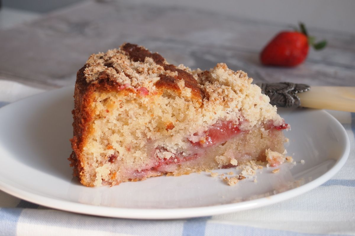 Coffee cake aux fraises, eau de fleur d'oranger et coco