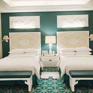 今から帰宅しまーす! 短い香港出張だったけど三日間でいろんな発見があり、とても身のある出張でした。 取り敢えずビジネス英語をもっと鍛えたいと思いました。 今後のAMERIに乞うご期待✌️ 写真はMACAUのHOTEL♡ まるで王宮のような可愛い内装に色んな刺激をいただきました🏰 またすぐ来たいな♡ #wynpalace #MACAU#hongkong#hotel
