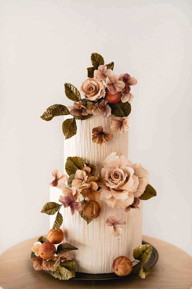 Terracotta and green wedding cake for fall in 2020