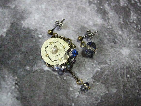 魔法が解ける午前零時がくるのが怖くて、時計の針を折ってしまった。 我儘なシンデレラの物語り。   シンデレラの物語りを耳飾りにしました。古い文字盤を使っていま...|ハンドメイド、手作り、手仕事品の通販・販売・購入ならCreema。