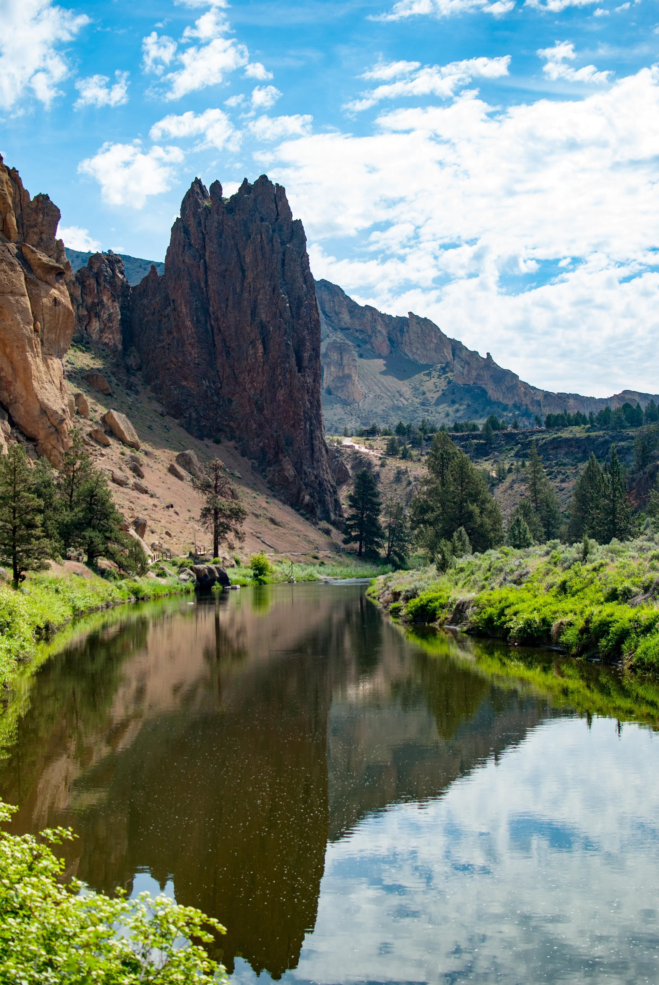 Hiking around Smith Rock in Oregon when everything just looked right [2592  3872] [OC]