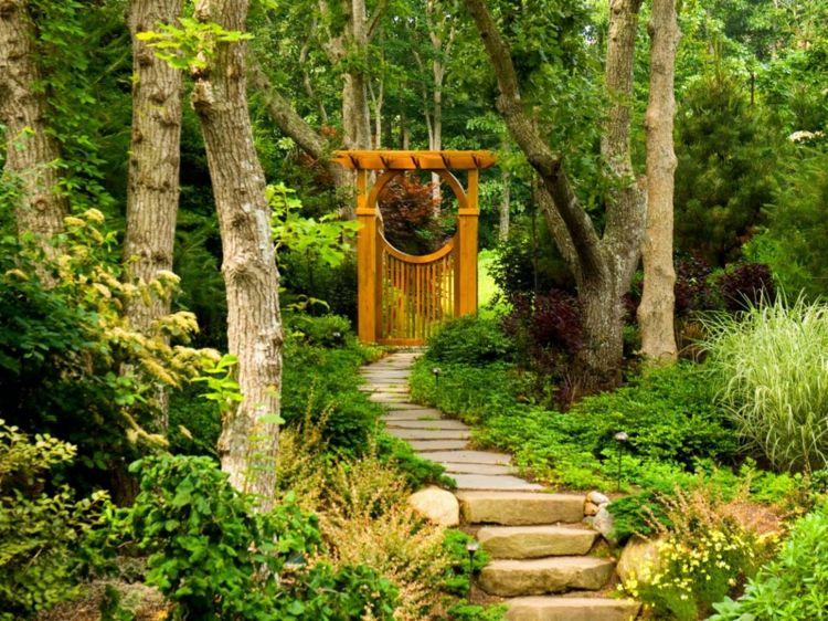 asiatische-gartendeko-holz-tor-garten-stein-weg Garten Pinterest