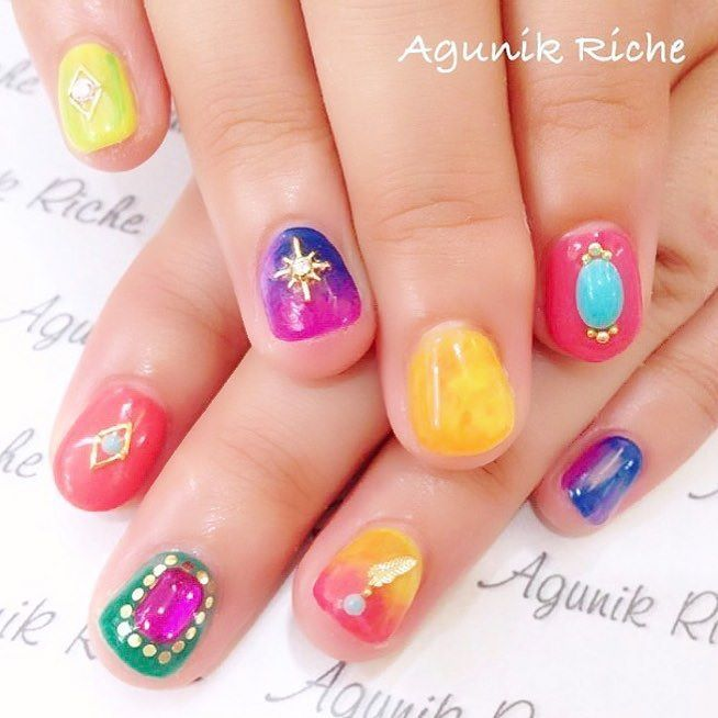 photo by agunik riche 夏におすすめカラフルだけど大人っぽいショートネイルデザイン ネイルをしたら popcornnail のタグを nails instagram posts color