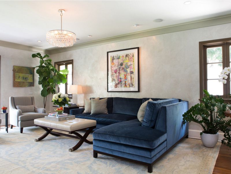 12 superbes idées déco avec un canapé bleu dans le salon ...