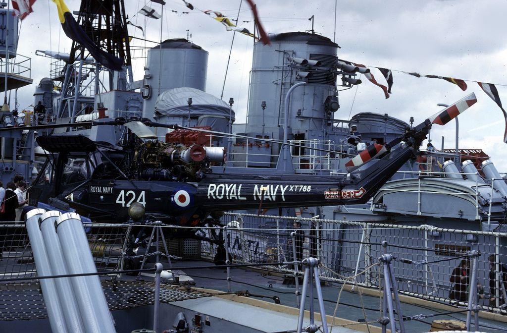 Westland Wasp Royal Navy Xt788 Hms Minerva Rosyth Dockyard Royal Navy Rosyth Warship