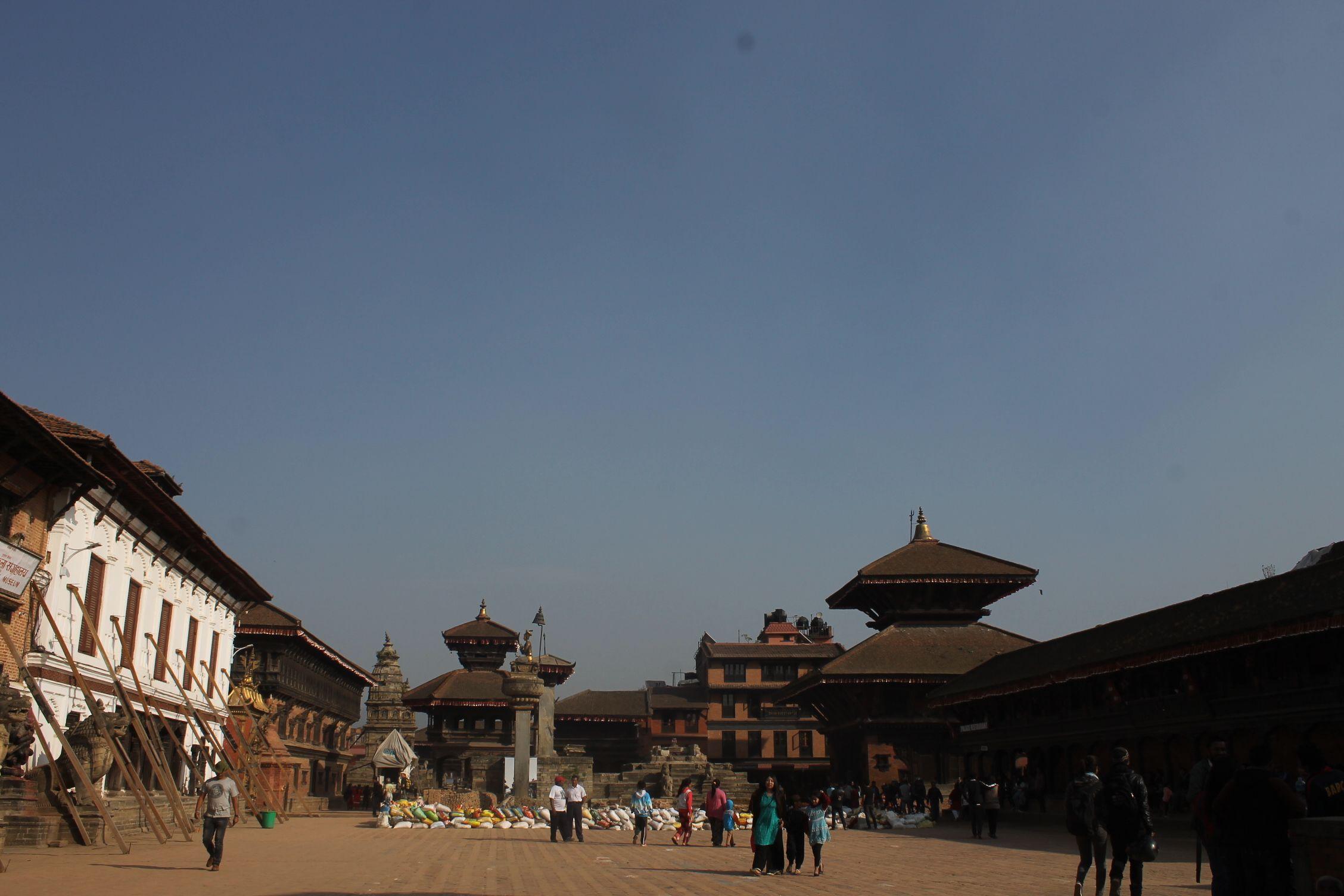 Durbar Square de Bhaktapur, con los edificios apuntalados a causa del terremoto
