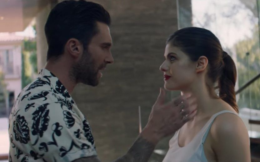 Maroon 5 Lanca Clipe Da Musica Wait Ao Lado De Alexandra
