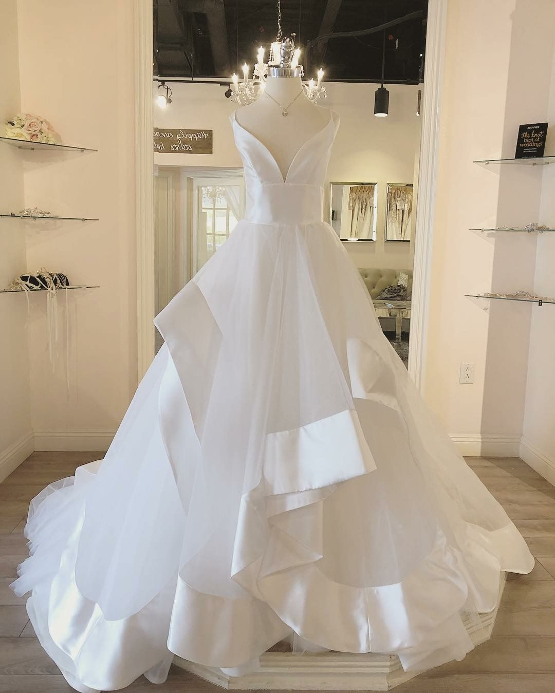 Hayley Paige Andi Ballgown Weddingdress Elegant Modern Gown