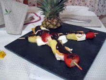 Brochetas de frutas a la plancha