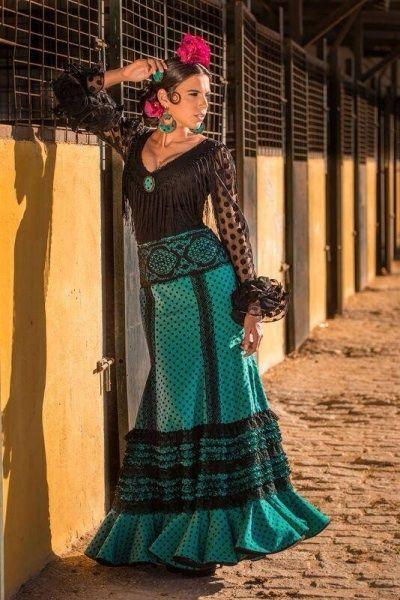 0a536e1b9 Conjunto corpiño de plumeti y falda con encajes. Talla 38. | fashion ...