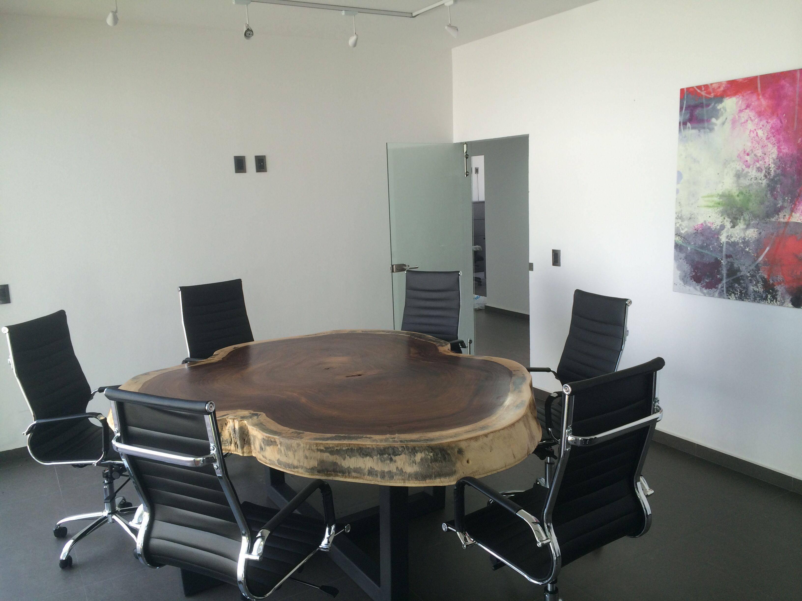 Sala de juntas con mesa de madera de parota mesas de for Sillas para sala de juntas