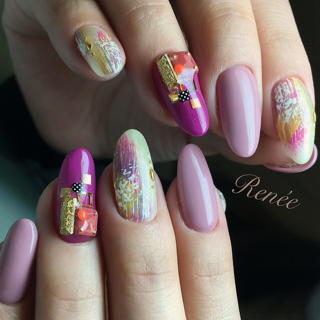 26 Impossible Japanese Nail Art Designs: ポイントは 小さいさりげないドットスタッズ #nail#nails#gelnails#nailart#ネイル#ジェル