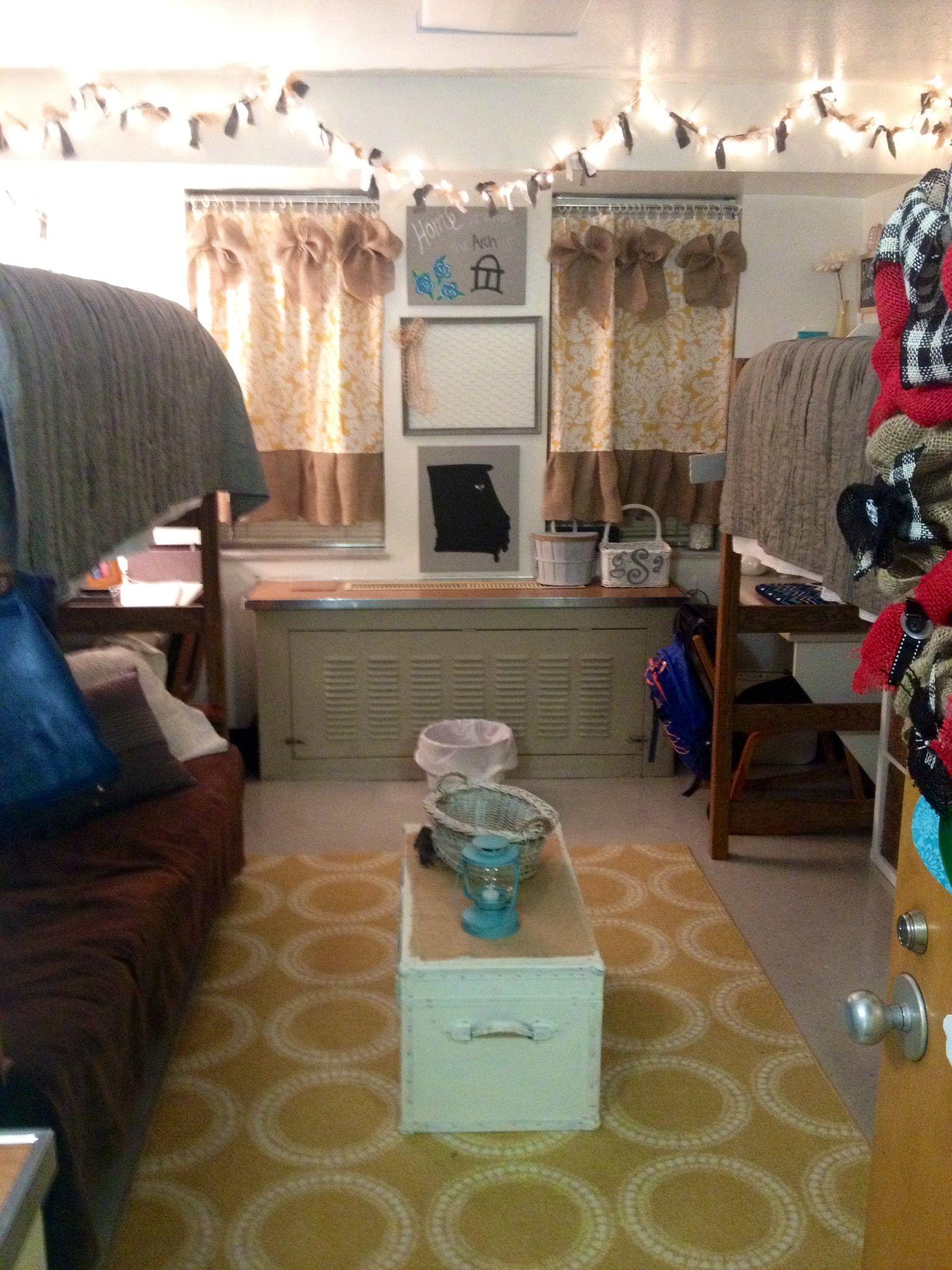 Dorm Decor Ideas With Images Uga Dorm Dorm Decorations Dorm Life