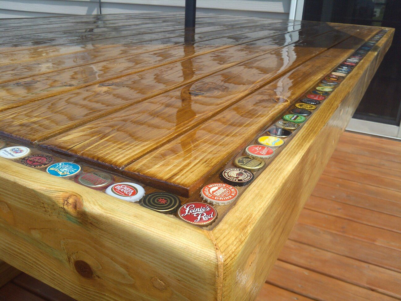 kronkorken tisch harz bottle cap patio table wohnideen. Black Bedroom Furniture Sets. Home Design Ideas