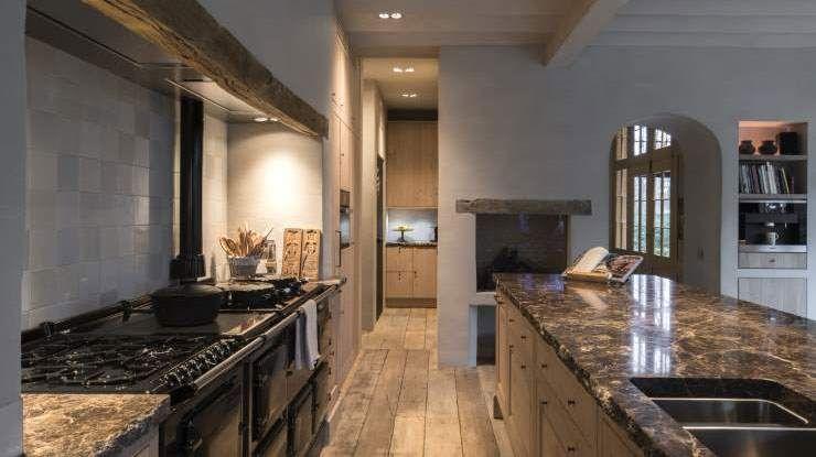 Landelijke mooie keuken molteni fornuis keukenwerkblad in