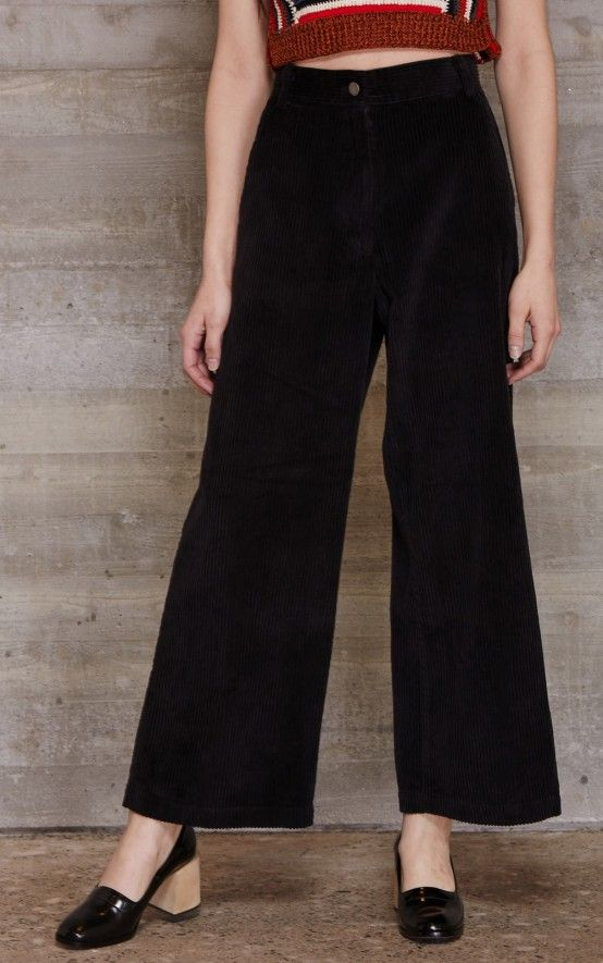Classic mid-rise pant in our Wide Wale Corduroy with topstitched waistband. Slant pockets at the front. Patch pockets at the back. Concealed zip up fly with button closure. Relaxed fit. #rachelcomey