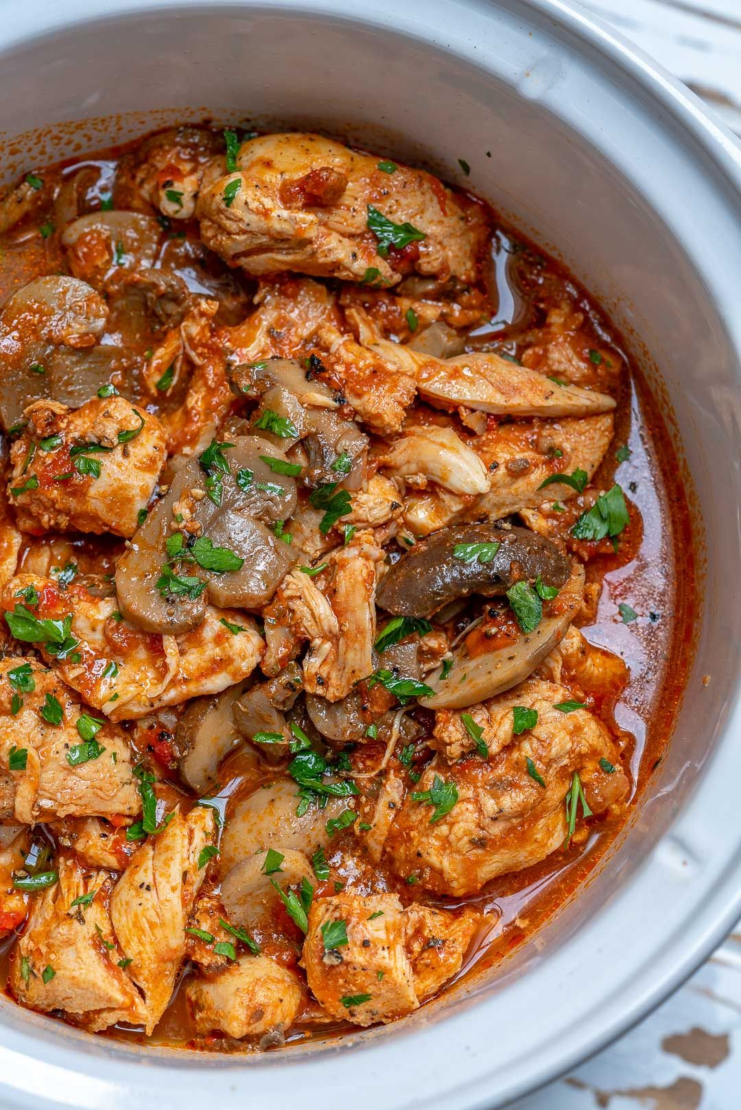 Try This Crockpot Chicken With Peppers And Mushrooms For Clean Eating Recipe Clean Eating Crockpot Clean Food Crush Clean Recipes