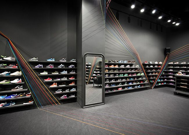 The Run Colors trainer store in Poznań, Poland features seven rainbow rope colours, inspired by shoelaces and brand lines. Designed by Mode:...