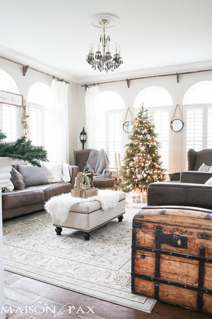 Beautifully Decorated Living Rooms For Christmas With Vaulted Systems: Green And White Christmas Decorating Ideas