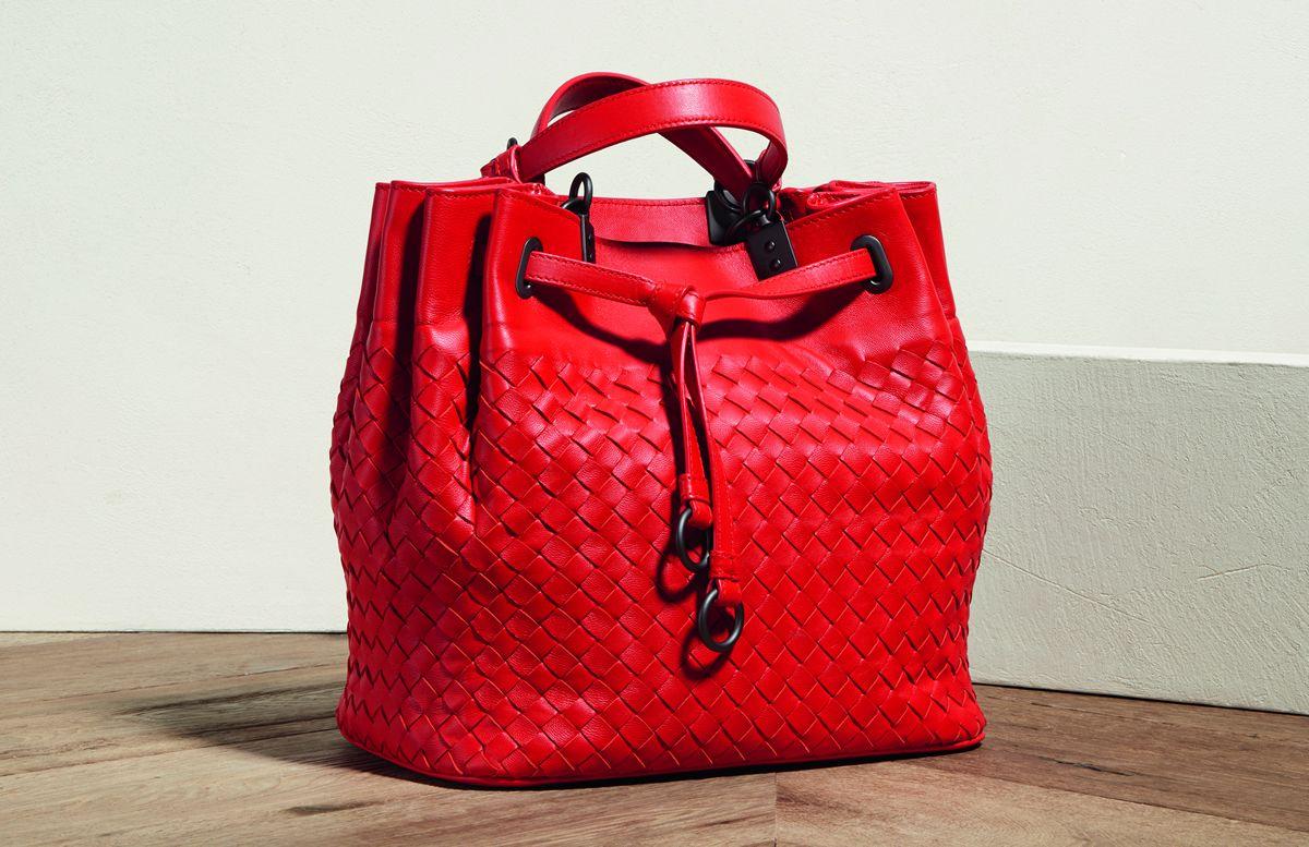 Introducing the Brand New Bottega Veneta Bucket Bag Cute Handbags,  Beautiful Handbags, Bucket Bag e9cf283c4c