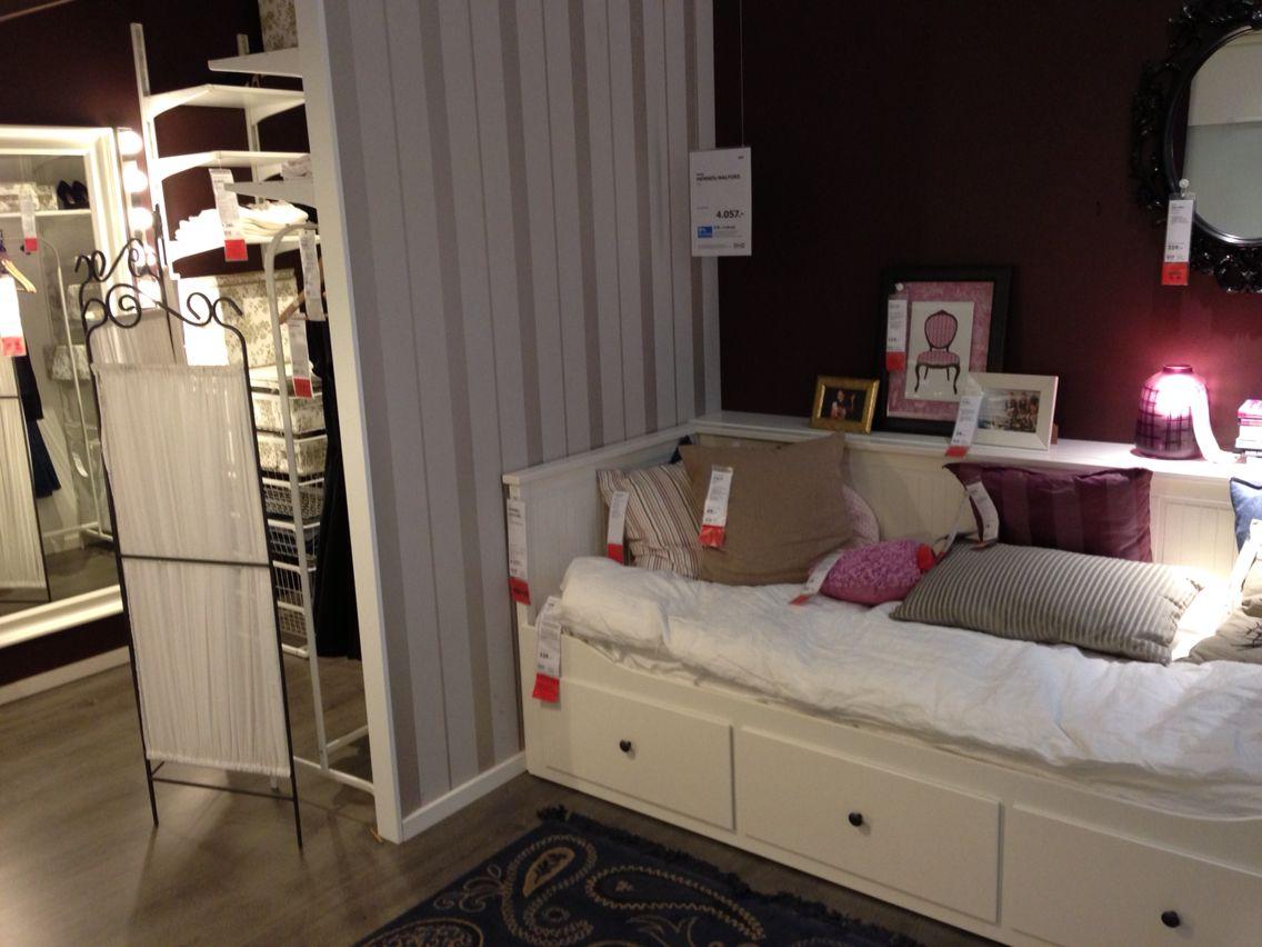 Lille væg for at lave skab bagved. Hylde bagved seng ...
