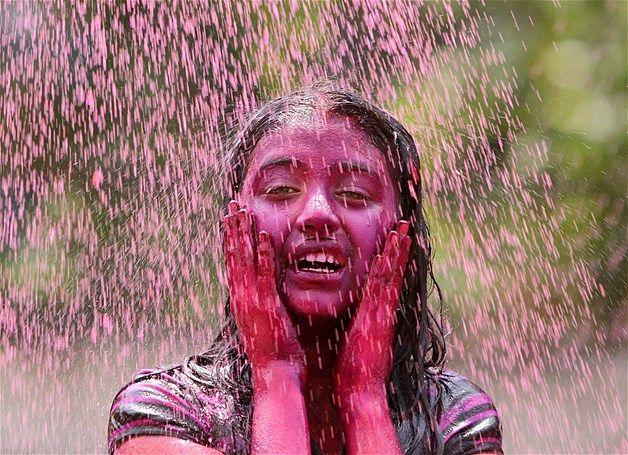 Image: Festival of Colours (© REUTERS/Krishnendu Halder)