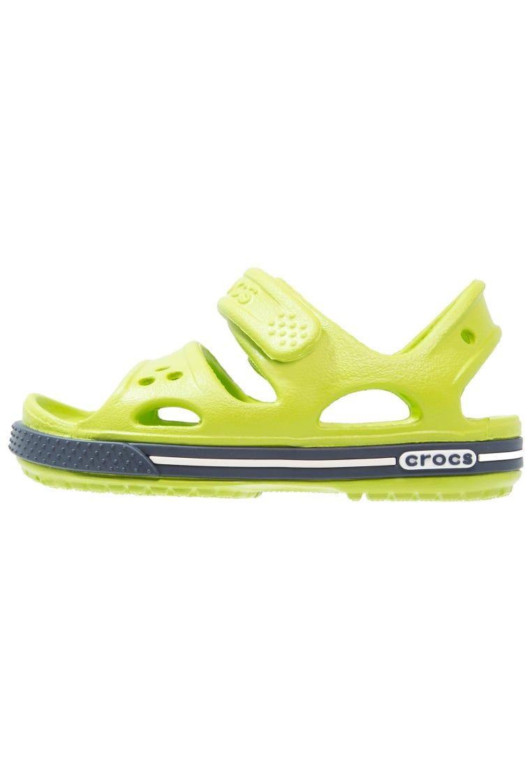 2dee4b9bb ¡Consigue este tipo de sandalias de dedo de Crocs ahora! Haz clic para ver
