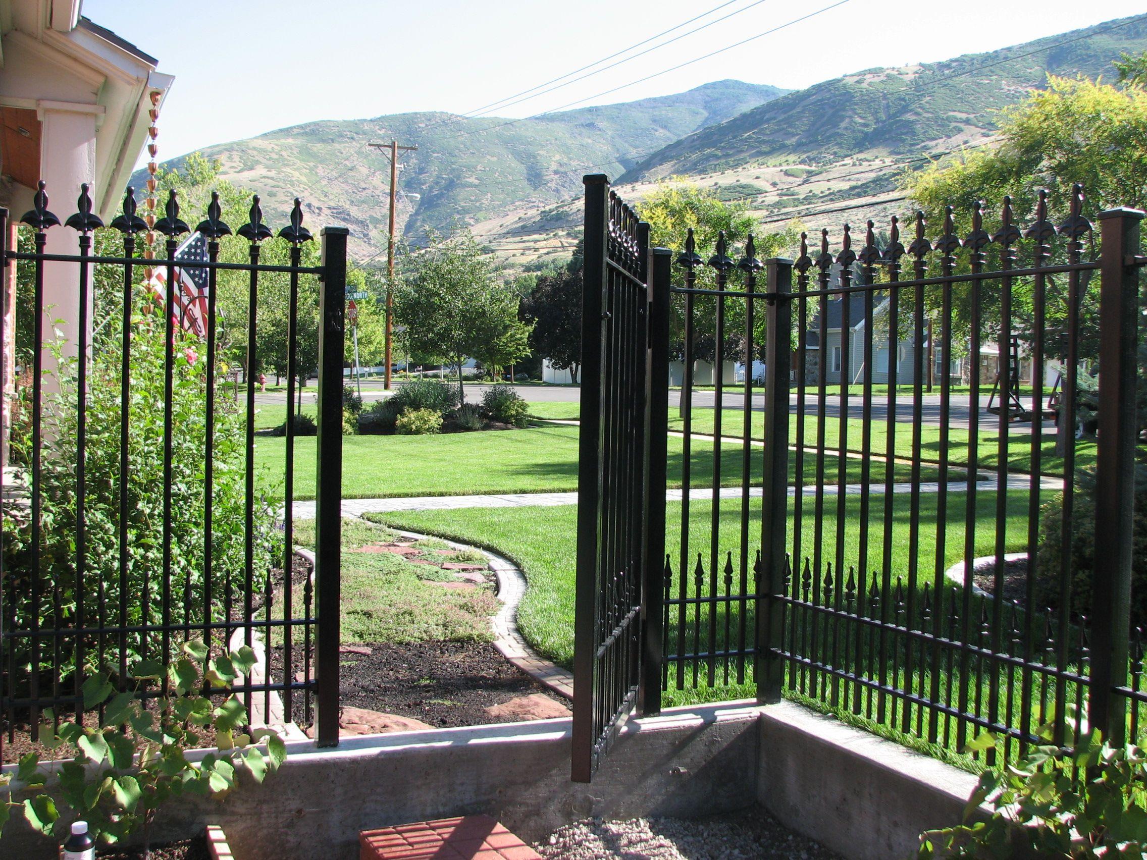 Fleur De Lis Gate And Panel Iron Fence Shop Iron Fence Wrought Iron Fences Diy Yard