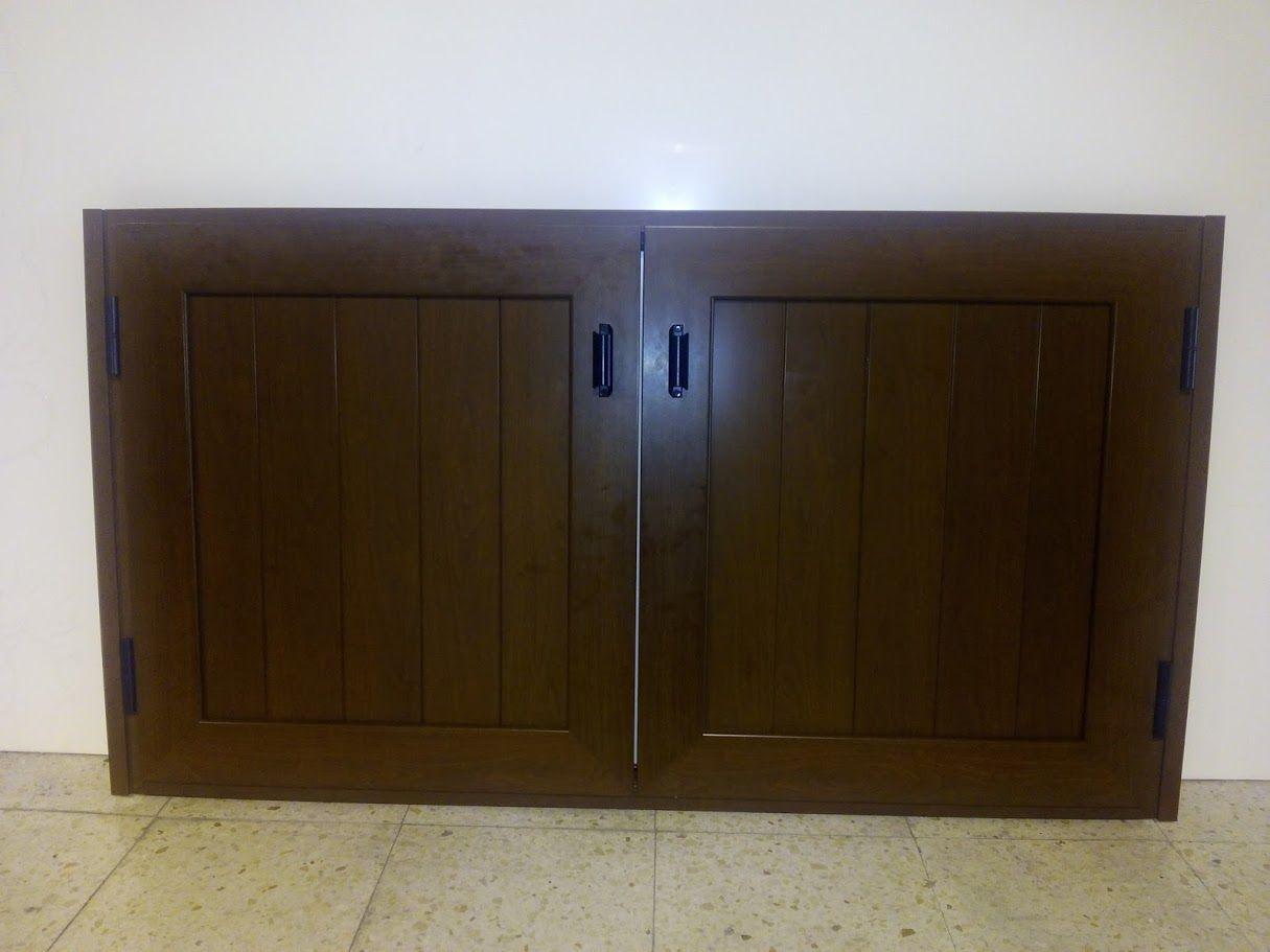 Puerta de aluminio imitaci n madera para barbacoa for Puerta aluminio terraza