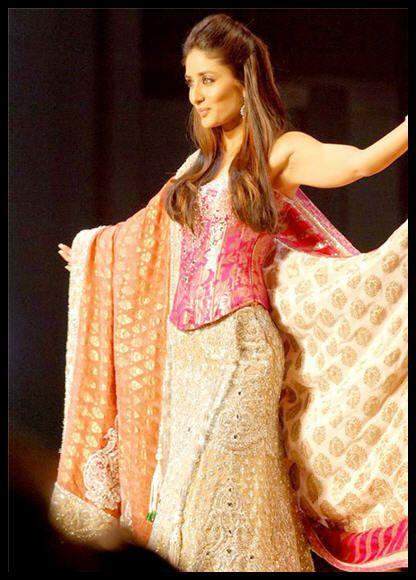 #KareenaKapoor | Bollywood in Lehenga-choli! | Pinterest ...