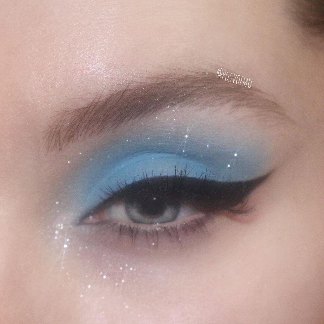 """Photo of Mila Bulatova auf Instagram: """"Lassen Sie uns blaue Lidschatten wieder groß 🤪 @jeffreestarcosmetics"""