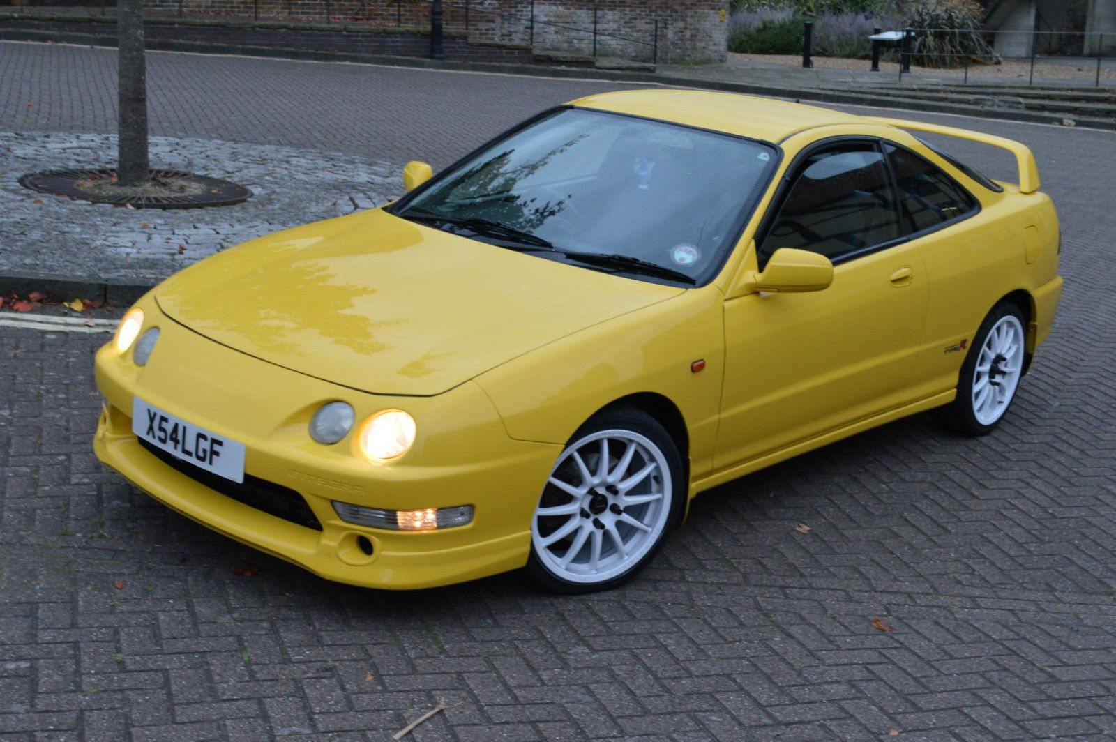 Honda Integra Type R DC2 Phoenix Yellow