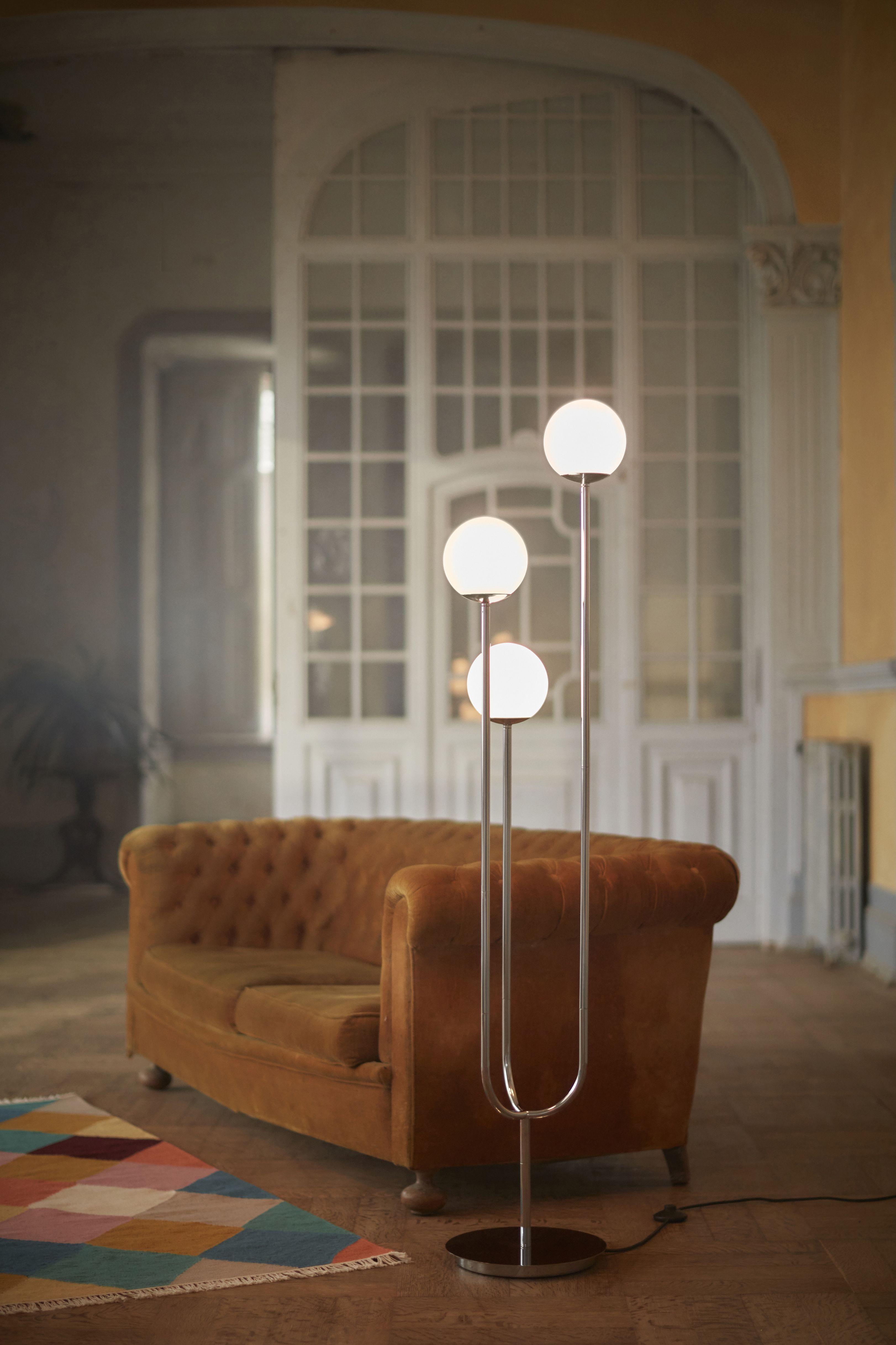 Simrishamn Standleuchte Verchromt Opalweiss Glas Ikea Deutschland In 2020 Standleuchte Moderne Beleuchtung Ikea