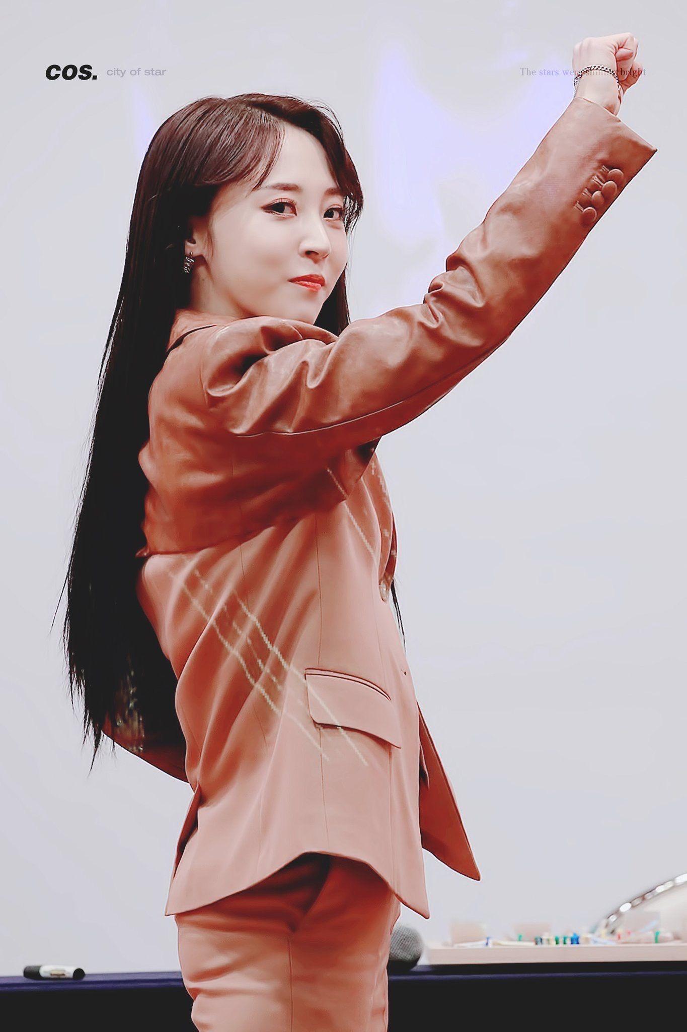 Moonbyul Dark Side Of The Moon Fansign Mamamoo Moonbyul Moonbyul Kpop Girls