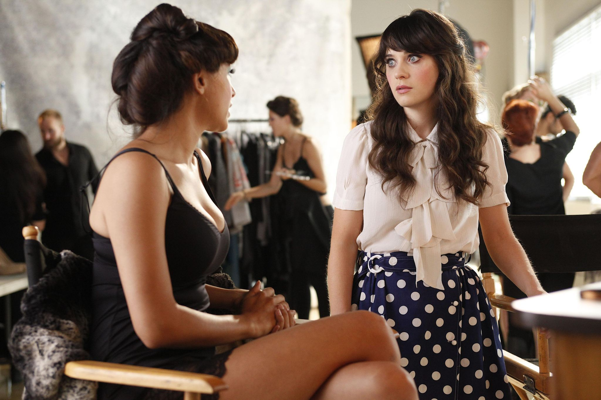 Cece (Hannah Simone), Jess (Zooey Deschanel) ~ New Girl Episode Stills ~ Season 1, Episode 4: Naked #amusementphile