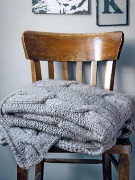 strickanleitung f r eine decke mit zopfmuster knit. Black Bedroom Furniture Sets. Home Design Ideas