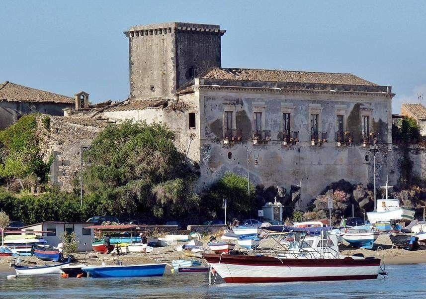 Giardini NaxosCastello di Schiso' Sicilia, Castello