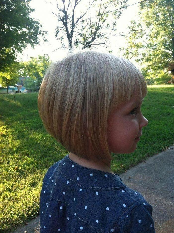 Dies ist eine weitere Idee für Bob Frisur für die kurzen Haare der Mädchen. Aber der Stall …..