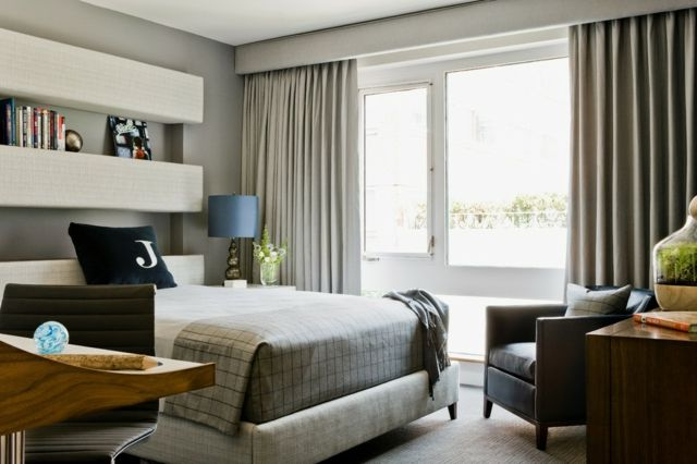 Schlafzimmer einrichten hellgraue Wandfarbe weißes Wandregal - schlafzimmer hellgrn
