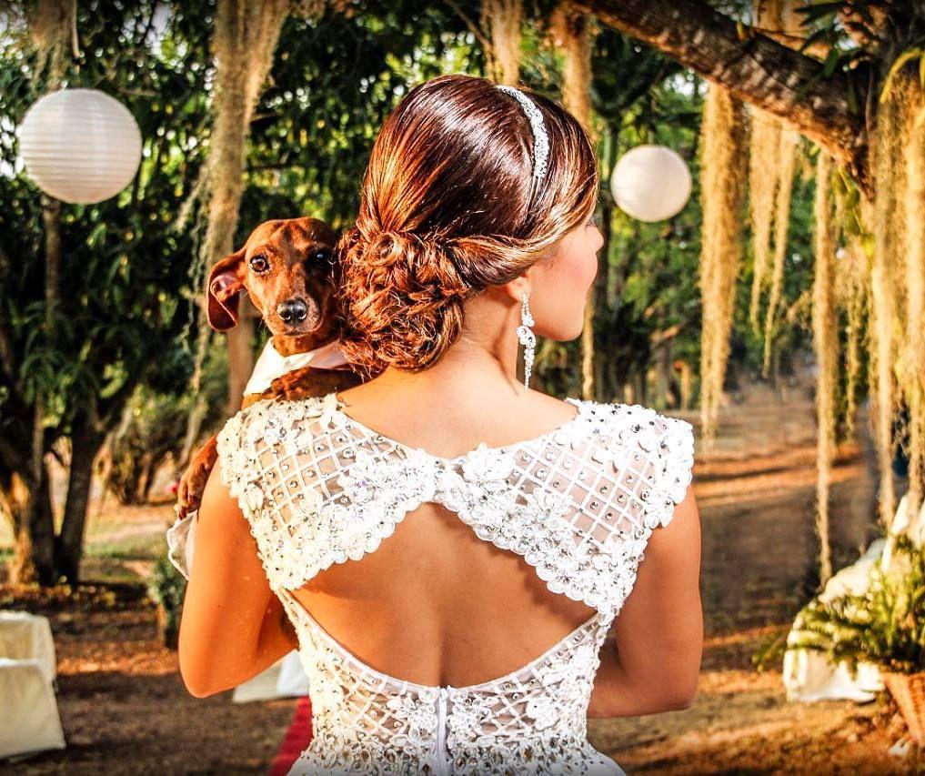 Detalle de la espalda del traje de novias que uso @yashe_tara_  para el dia de su boda estuvo realizado en organza bordada y tull bordado  vestido Koii  maquillaje peinado koii #koii #dress #dresses #weddingdress #wedding #weddings #weddingday #weddings #gown #gowns #bride #brides #bridals #bridal by eduardokoii