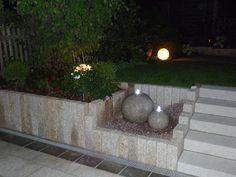 Photo of Gelbe Granitpalisaden als Terrasseneinfassung