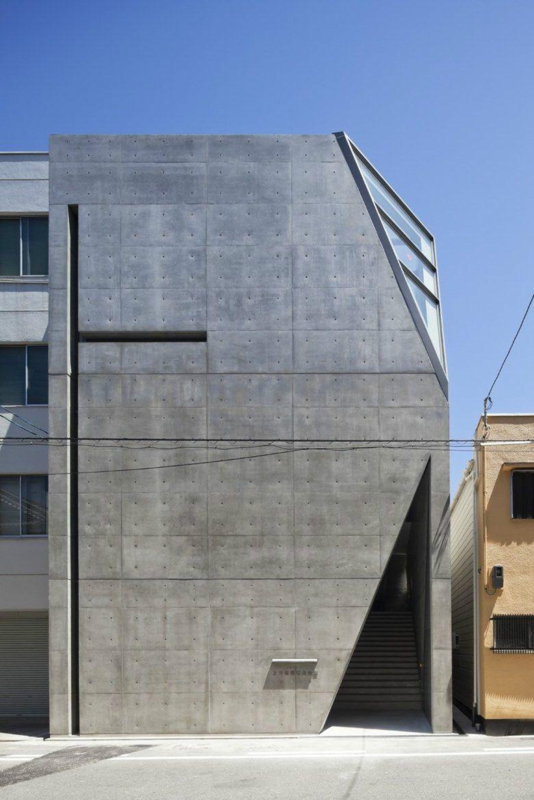 Sensacional cuadrada y minimalista fachadas for Casa minimalista historia