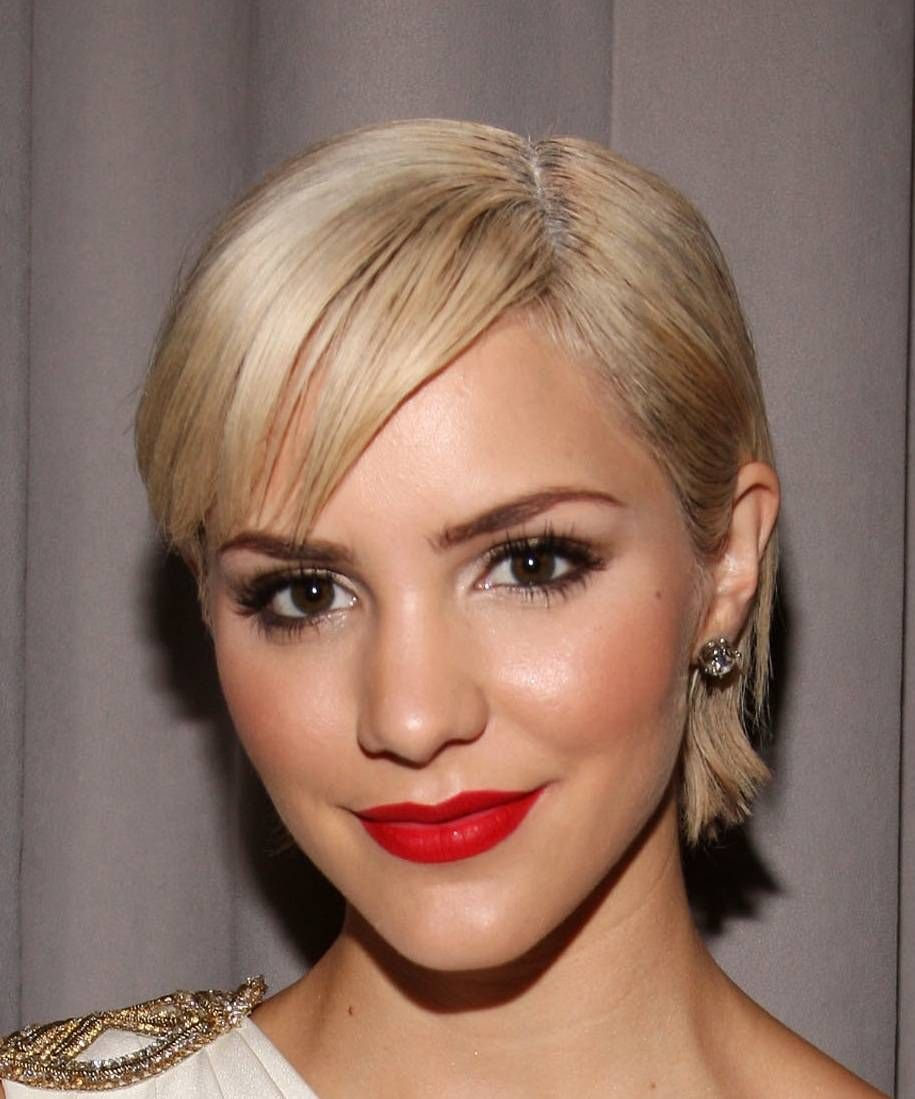 Styling Short Hair will make it Look Graceful and Elegant Simple