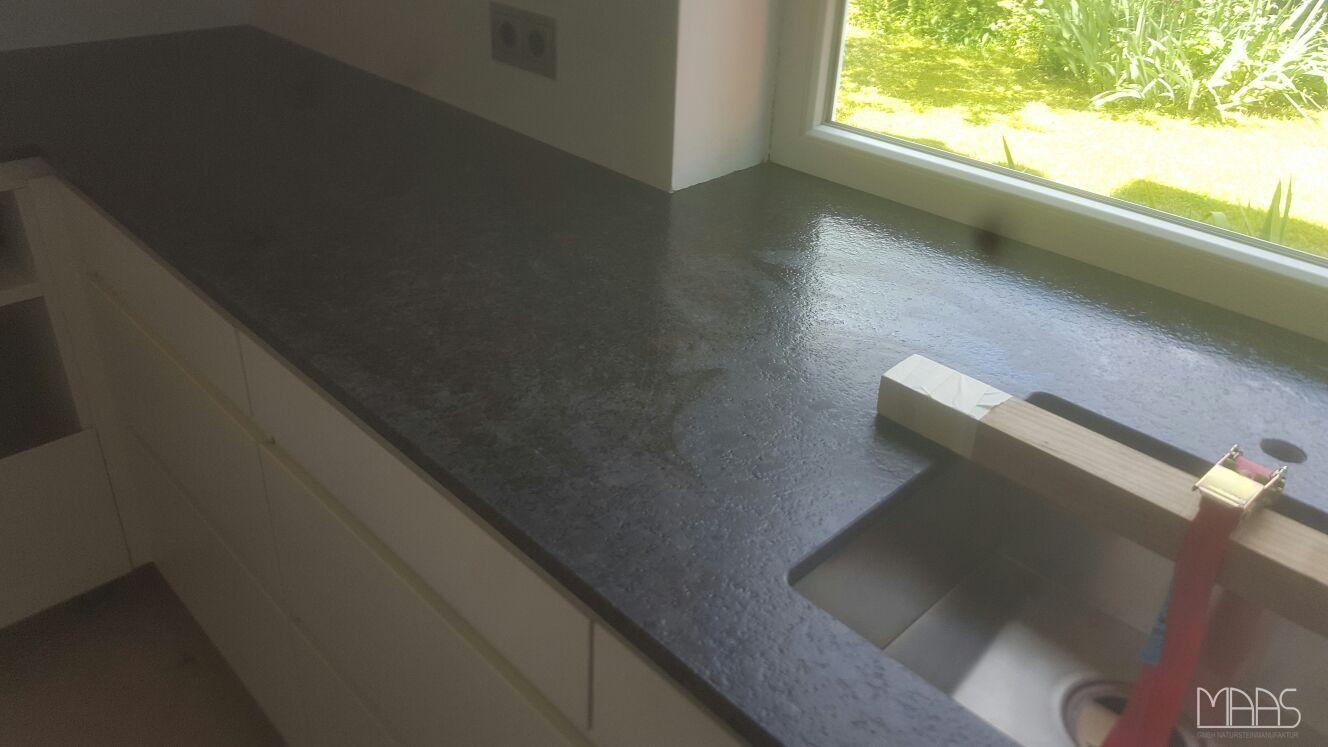 Wie Gefallt Euch Diese Granit Arbeitsplatte Aus Dem Material Suede Coffee Brown Mit Satinierten Oberflache Http Www Maasgmbh Co Granite Tile Floor Flooring