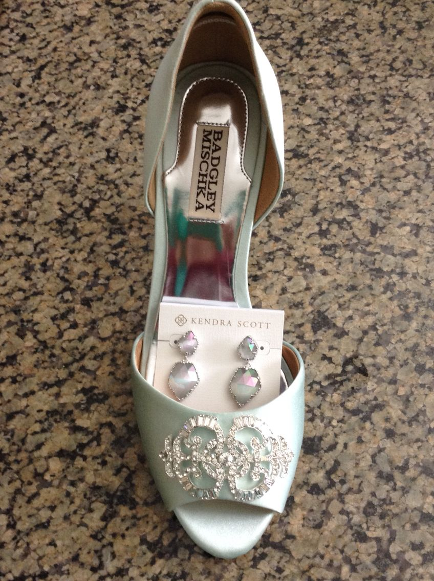 Wedding Accessories for mint and navy wedding. Badgley Mischka shoes and Kendra Scott earrings.