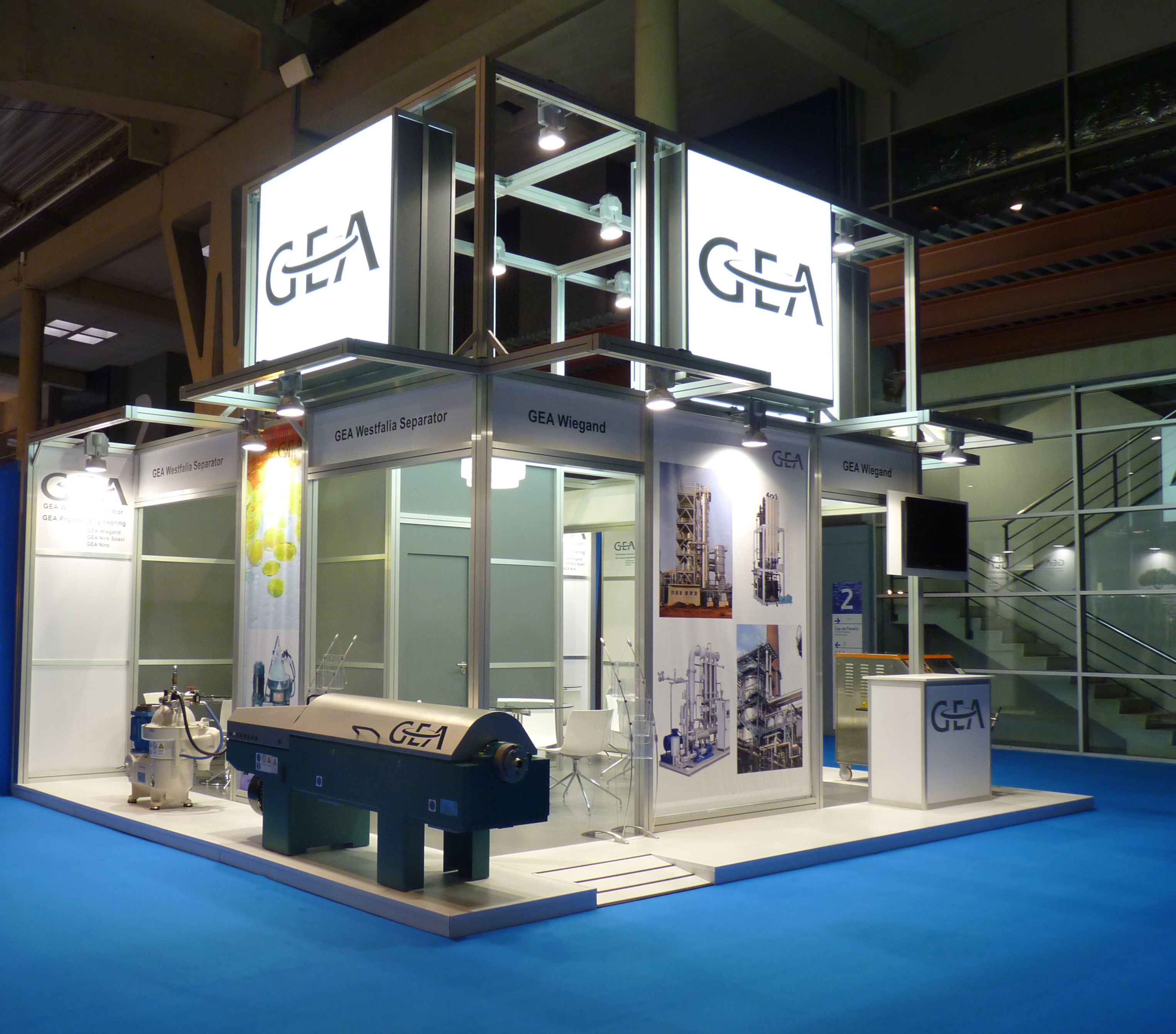 The GEA put back in the hands of JUAN FUENTES STAND the design and production of its stand in EXPOQUIMIA 2014.   The stand has been built with modular structure type Maxima aimed at improving the comfort of the four companies represented and visibility with three very large illuminated signs and where the real protagonist is the product exposed both physically and graphically by advertising claims.
