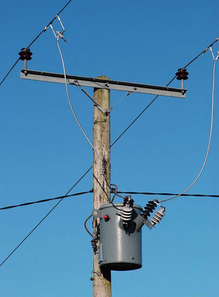 240V distribution pole-mounted transformer | Energy and ...