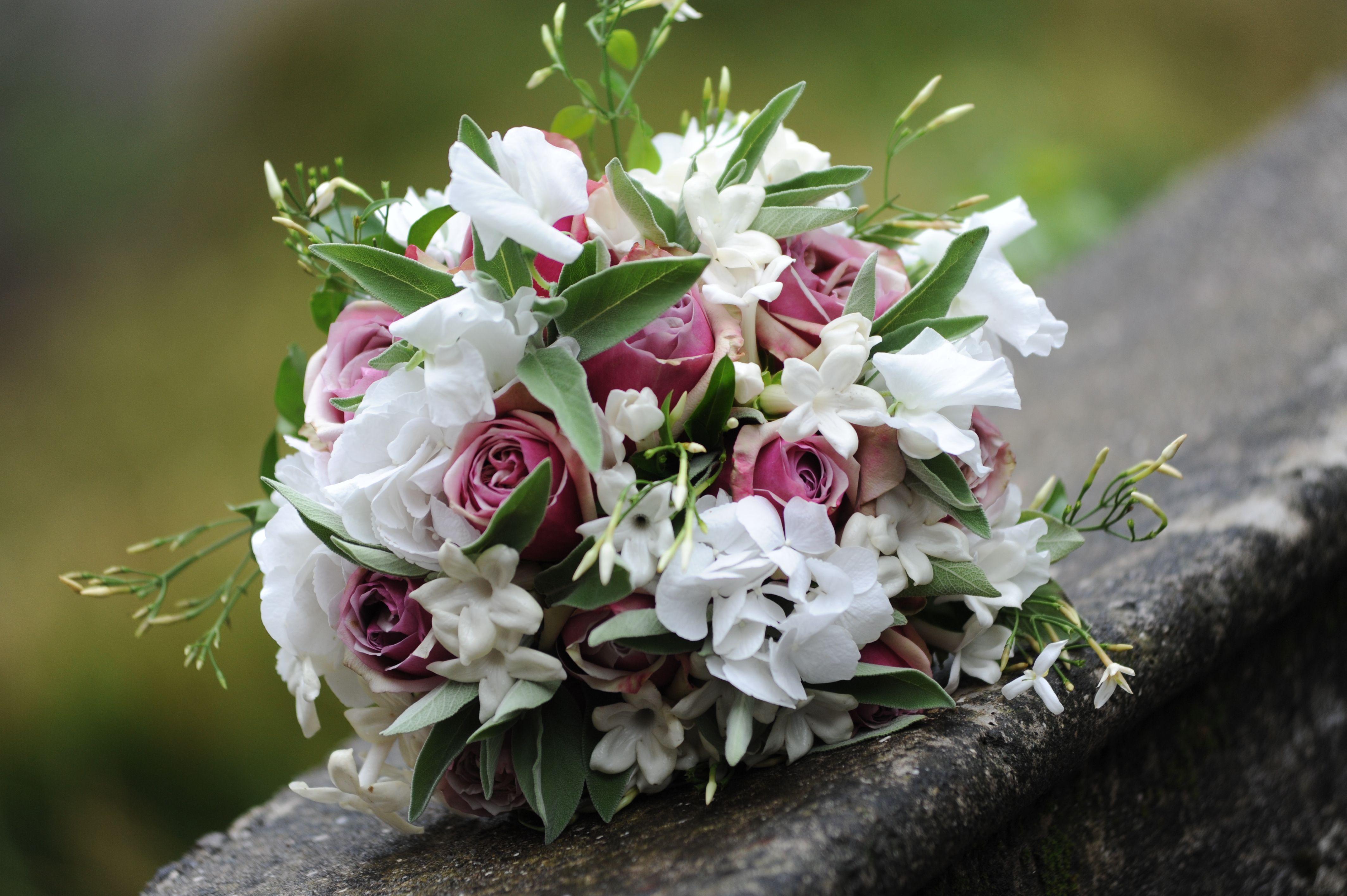 Gelsomino Bouquet Sposa.Un Bouquet Boho Chic Con Rose Gelsomino Ortensie Pisello