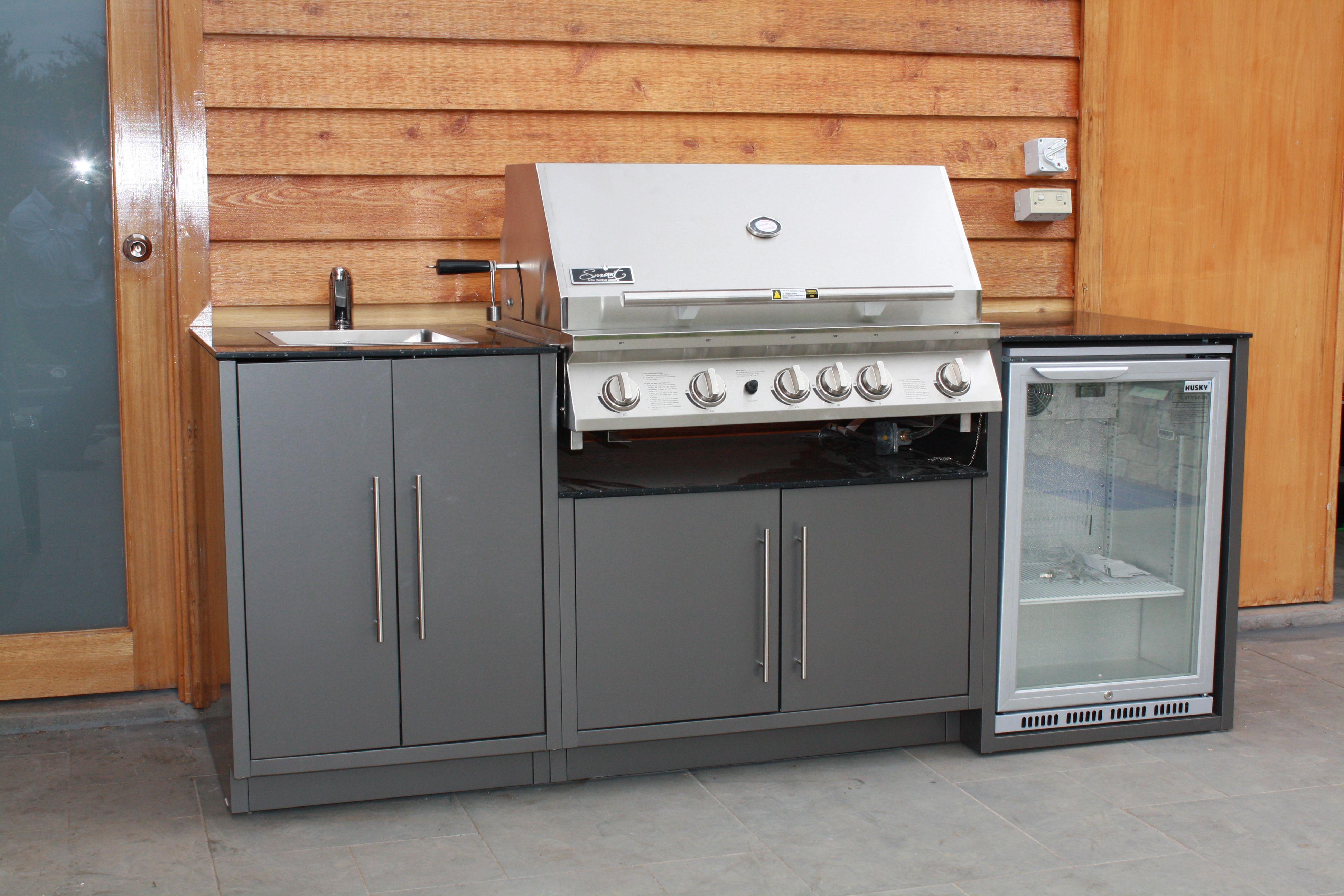 Smart BBQ with Husky fridge