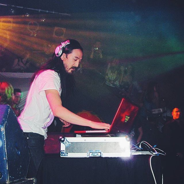 I swear this man never ages. // #steveaoki #dj #livemusic #dance #onstage #EDM #dubstep #electrohouse #artist #performance #photographerlife #music